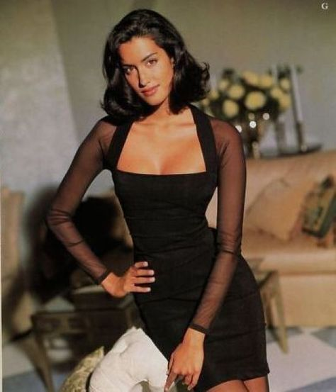Anziehsachen Vintage-Look, schwarzes Outfit Autumn Wreaths Mark The Season Article Body: Wreaths are Look Fashion, Runway Fashion, Couture Fashion, Black 90s Fashion, Fashion Trends, Girl Fashion, 20s Fashion, Dubai Fashion, Fashion Hacks