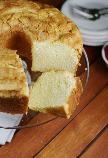 Classic Vanilla Pound Cake ~ true Southern style. www.thekitchenismyplayground.com