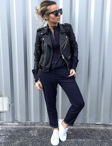 Rien de tel qu'un perfecto en cuir noir pour twister une combinaison bleu marine ! (photo Noholita)