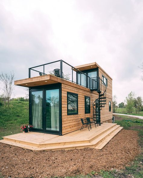 konteyner ev container homes Absolutely Gorgeous Container House Helm 2 by CargoHome Wacos must stunning and unique vacation rentalThe Helm by CargoHome! Tiny House Loft, Modern Tiny House, Small House Design, Tiny House Living, Tiny House Plans, Contener House, Living Room, Container Home Designs, Building A Container Home