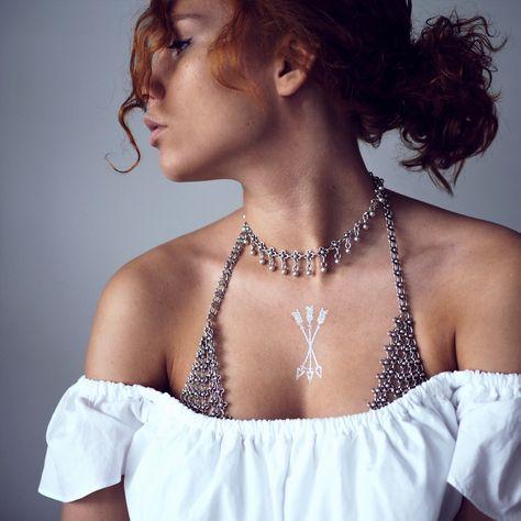 Details. Instagram: @jasminjavs. Chain bra details