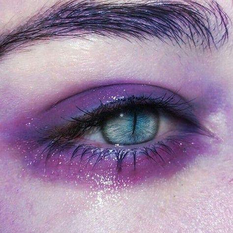 Foto - Eyes - - Make-up, Jewelry, Nails and Eyes - Eye Makeup 1920 Makeup, Makeup Art, Beauty Makeup, Eye Makeup, Hair Makeup, Aesthetic Eyes, Purple Aesthetic, Aesthetic Makeup, Gothic Aesthetic
