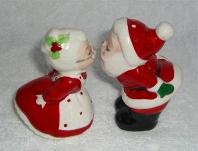 Vintage Lefton Kissing Christmas Santa Claus Mrs Claus Salt And Pepper Shakers Figurines Red White Holiday Xmas Vintage Christmas Salt And Pepper Shakers Salt And Pepper