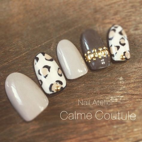 Decorate press on nails with nail art for easy peasy fancy nails!