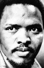 Steve Biko (#SteveBiko) - um líder estudantil sul-africano anti-apartheid que encontrou o Movimento da Consciência Negra (BCM) que empoderou e mobilizou grande parte da população negra urbana da África do Sul, até a sua morte sob custódia da polícia - nascido na quarta-feira, 18 de dezembro. 1946 em Ginsberg, África do Sul.                                      Steve Biko  ( #SteveBiko ) - an anti-ap