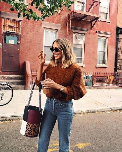 Sac à main léopard et pull marron Street style street fashion best street style OOTD OOTD inspo street style stalking outfit ideas what to we