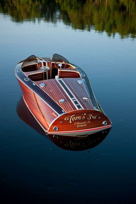 Do It Yourself Boat Plans. MyBoatPlans gives you instant access to over step-by-step boat plans, videos and boat building guides Riva Boot, Bateau Yacht, Wooden Speed Boats, Chris Craft Boats, Classic Wooden Boats, Classic Boat, Old Boats, Sail Boats, Boat Stuff