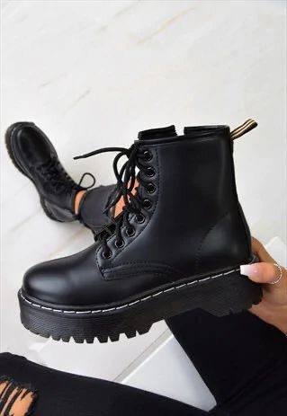 Sneakers Mode, Sneakers Fashion, Fashion Shoes, Fashion Black, Leather Fashion, Me Too Shoes, Women's Shoes, Shoe Boots, Ankle Boot Outfits