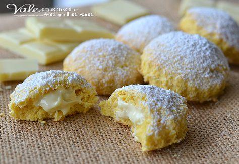 Biscotti al cocco con cuore al cioccolato bianco friabili e golosi ideali a colazione e merenda, una ricetta facile, ricetta biscotti veloce