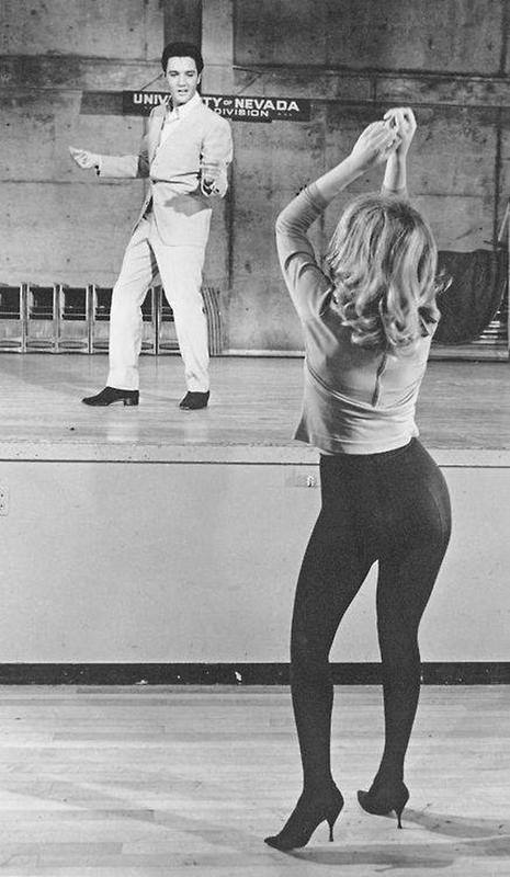 68 Vintage Photos So Beautiful We Can T Look Away Groovy History Elvis Movies Elvis Presley Ann Margret Photos