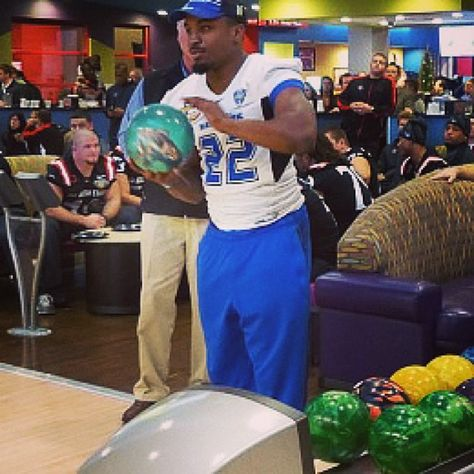 Have you heard? The UB Bulls bowled for charity last night after arriving in Boise. #BowlingBulls #HornsUp #uBuffalo Join us at: http://www.buffalo.edu/goubbulls.html