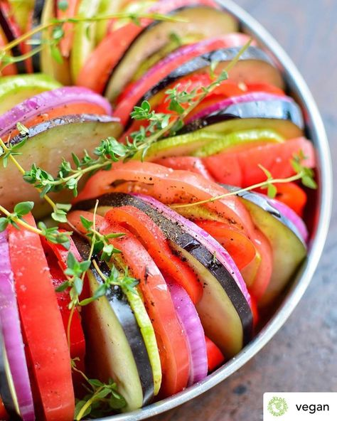 Super Easy #veganrecipe Posted @withregram • @vegan Have Y #Recipeat:worldofvegan.com/ratatouille #vegancommunity #vegandinner #veganfood
