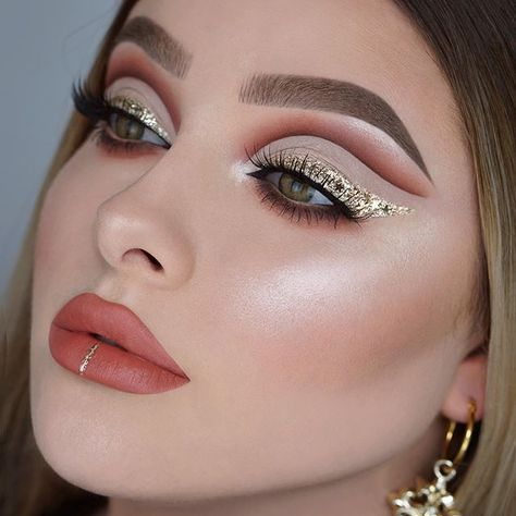 Glam goals to the fullest! ✨ @jessicarose_makeup always delivering !!! Wearing our #MidnightLuxelashes 💫