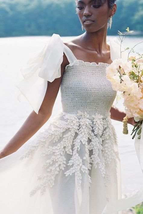 For this summer inspiration shoot, the lakeside location, fantastic florals, and fashion-forward touches are as fun as the season itself! | Photo: @anna.gianfrate #stylemepretty #lakewedding #newyorkwedding #portjerviswedding