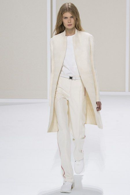 Hermès Resort 2019 collection, runway looks, beauty, models, and reviews.