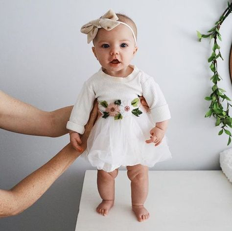 Flower and tutu dress – vibes – # tutu dress # and # vibes Blumen- und Tutu-Kleid – Vibes – - Cute Adorable Baby Outfits Fashion Kids, Baby Girl Fashion, Baby Girl Outfits, Baby Girl Tutu, Cute Baby Girl, Toddler Fashion, Fashion Top, Fashion Games, Dress Fashion