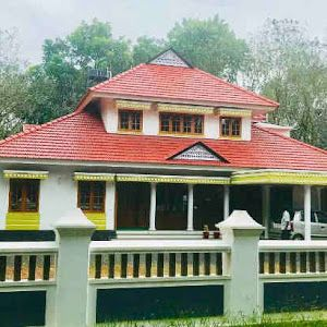 Kerala Traditional 3 Bedroom House Plan With Courtyard And Harmonious Ambience Free Kerala Home Pla Courtyard House Plans House Plans Traditional House Plans