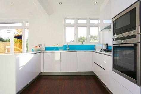 Kuche U Form Weiss Grifflos Glas Spritzschutz Himmelblau Kitchen