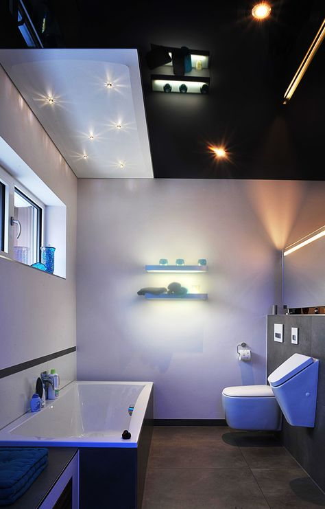Badezimmer mit Schwarz glänzender Spanndecke und Swarovski - sternenhimmel für badezimmer
