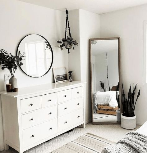 Latest modern minimalist bedroom interior for 2019 - Room Design Room Decor Bedroom, Simple Bedroom Decor, Minimalist Bedroom Design, Room Makeover, Room Ideas Bedroom, Bedroom Interior, Minimalist Bedroom, Cool Bedroom Furniture, Simple Bedroom