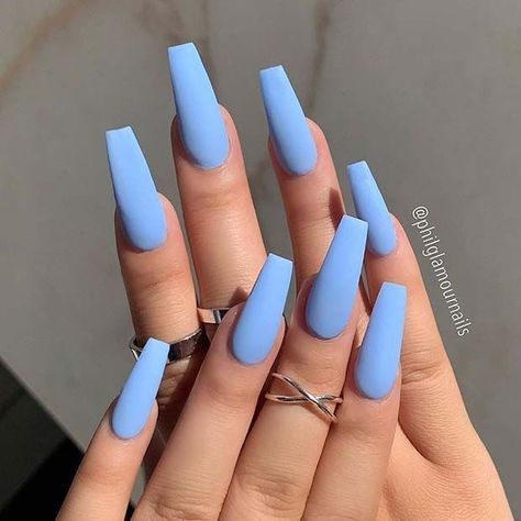 23 Atemberaubende Möglichkeiten, babyblaue Nägel zu tragen 23 Breathtaking Ways To Wear Baby Blue Nails There are many stylish shades of blue, but the must-have color for 2019 is definitely baby blue. Sky Blue Nails, Blue Coffin Nails, Acrylic Nails Coffin Short, Simple Acrylic Nails, Baby Blue Nails With Glitter, Blue Matte Nails, Blue Nails With Design, Pointy Nails, Nail Art Blue