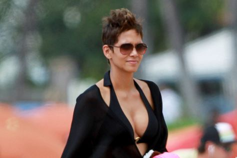 Halle Berry Net Worth | Halle Berry Bra Size And Body Measurements