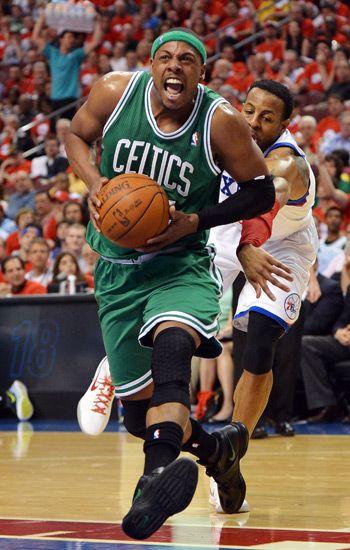 Magic Johnson Signed Converse Weapons Shoes 5X NBA ChampHOF