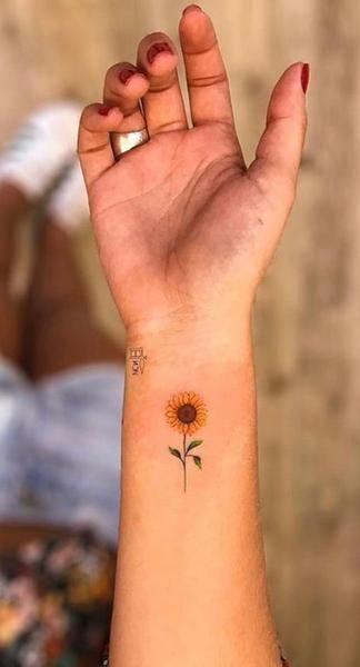 Small Cute Tiny Vintage Sunflower Wrist Tattoo Ideas For Women Ideas Lindas Del Tatuaje Del Gira Sunflower Tattoo Small Cute Tattoos On Wrist Sunflower Tattoos