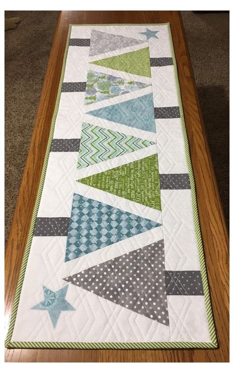 Christmas Tree Quilted Table Runner, Xmas Table Runners, Patchwork Table Runner, Christmas Runner, White Christmas, Modern Christmas, Coastal Christmas, Quilt Table Runners, Quilted Table Runner Patterns