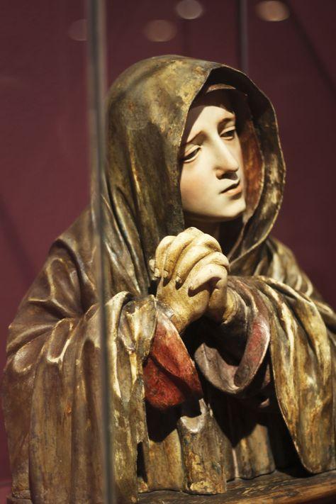Virgen tallada en madera , siglo XVIII, Lima Perú
