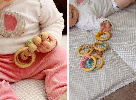 Mamilatte El Juego De Los 6 A 12 Meses Pedagogía Montessori En 2020 Juegos Sensoriales Para Niños Montessori Cesto De Los Tesoros
