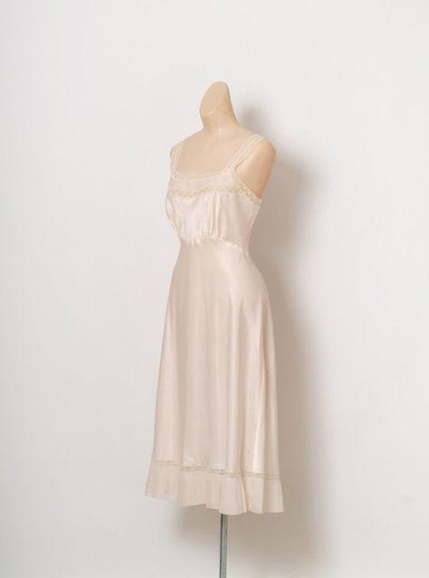 Vintage Slip, 50s Vintage, Unique Vintage, Pencil Skirt Black, Pencil Skirts, Purple Lingerie, Vintage Nightgown, Satin Blouses, Fashion Beauty
