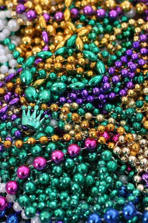 Ever wonder about the colors of Mardi Gras? The all stand for something: Purple - Justice, Green - Faith and Gold - Power #mardigras #funfact