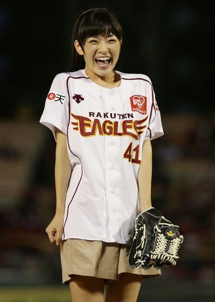 優希美青さんのショートパンツ姿