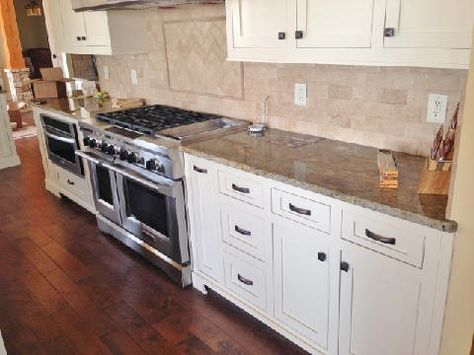 Painted Flat Panels In Elephant Tusk Benjamin Moore Cabinets By Specialty Woodcraft Www Specialty Kitchen Cabinet Colors Kitchen Cabinets Kitchen