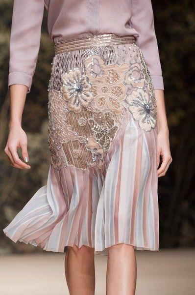 Ilde Adli Kullanicinin L Eleganza In Gonna Panosundaki Pin Kiyafet Elbise Moda Kiyafetler