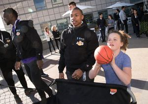 Los Angeles Lakers Visit Patients At Ucla Mattel Children S Hospital Ucla Health Ucla Los Angeles Lakers