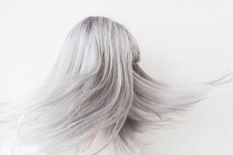 http://www.fridasalomonsson.com/blog/ Grey/lilac hair.
