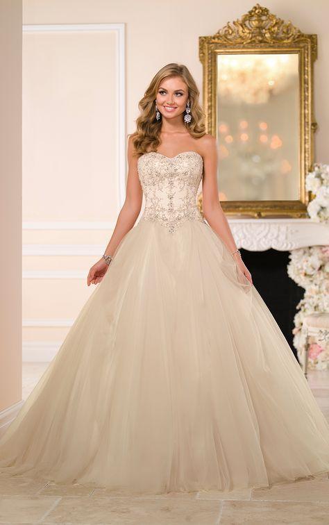 Dramatic Tulle Ball Gown Wedding Dress | Wedding Dress Ideas ...