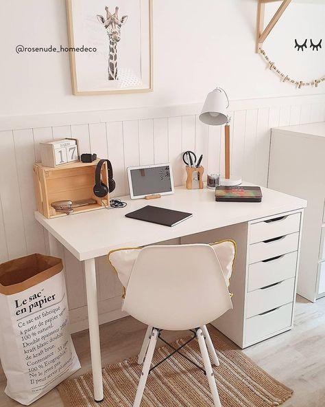 Arredare lo studio non significa rinunciare allo stile in favore della praticità. Oltre a una scrivania sufficientemente spaziosa, servono una comoda sedia da ufficio e mobili adatti per archiviare ogni cosa, come cassettiere, armadi e scaffali. Inoltre, non dimenticare un piano adatto per appoggiare la stampante, i raccoglitori e ogni sorta di documento. 📸 @rosenude_homedeco  // Smart Working Telelavoro Home Office Idee #MyWestwingStyle
