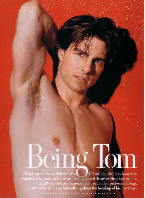 トム・クルーズのシャツレス