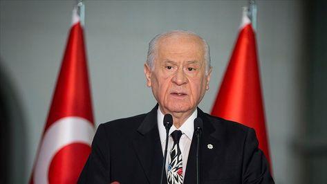 """MHP Genel Başkanı Devlet Bahçeli, siyasette yeni arayış ve partileşme çabalarının ölü doğmaktan başka şansının olmayacağını söyledi.  """"Terör sevici ve sicili lekeli şahsiyetlerin kumpasları tutmayacak""""  Bahçeli, """"MHP ile AK Parti arasına çomak sokmaya heves eden marazi siyasetçilerin, terör sevici ve sicili lekeli şahsiyetlerin kumpasları tutmayacak."""" ifadelerini kullandı.   #bahçeli #mhp"""