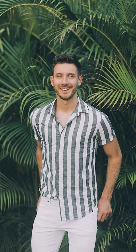 Palm Print Mens Summer Style 2018 - I love how this grey and white striped shirt looks with white denim! Love this casual summer outfit.