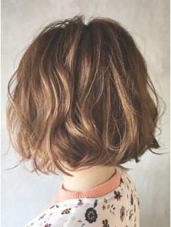 ボブヘア くせ毛で広がる人でも似合う髪型21選 ヘアスタイル ボブパーマ ヘアカット