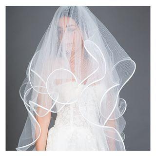 من أهم اكسسوارات العروس ليوم زفافها هي الطرحة لطلب هذا المنتج اضغطي على الرابط في البايو Farahii Ve White Formal Dress Formal Dresses Blusher Veil