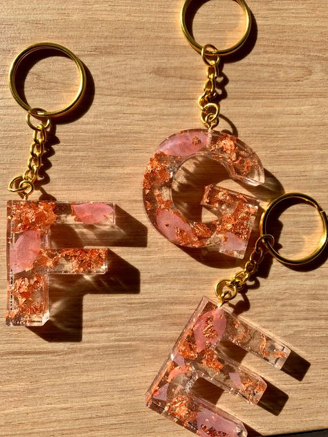 Diy Resin Keychain, Mens Keychains, Diy Resin Art, Diy Resin Crafts, Gold Coasters, Duct Tape Crafts, Washi Tape, Quilling Earrings, Crafts For Teens