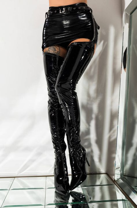 Description of a Thigh High Boot Aesthetic Fashion, Aesthetic Clothes, Look Fashion, Fashion Outfits, Womens Fashion, Red Aesthetic, Black Thigh High Boots, High Leather Boots, Fetish Fashion