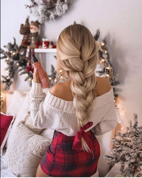 15 long braided hairstyles for blonde you can try in 2020 Spring - Page 2 of 3 - ibaz Cute Christmas Outfits, Christmas Hair, Cute Outfits, Hairstyles For Christmas, Merry Christmas, Christmas Clothes, Long Braided Hairstyles, Girl Hairstyles, Wedding Hairstyles