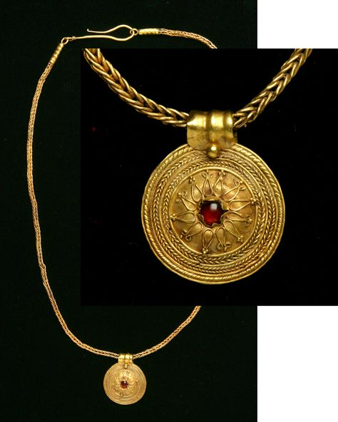 Greece. Hellenistic Gold Necklace with Pendant. Circa late 4th-3rd Centuries B.C.