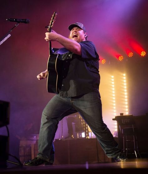 Listen to every Luke Combs track @ Iomoio Country Musicians, Country Music Artists, Country Singers, Brad Paisley, Cody Johnson, Country Bands, Toni Braxton, Concert Tickets, World Music